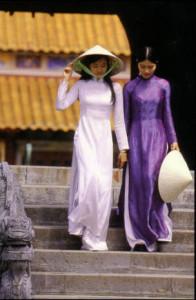 vietnam_ao_dai_non_la